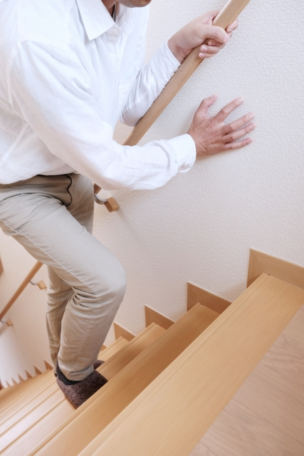 加齢や歩き方も影響する膝裏の鈍痛